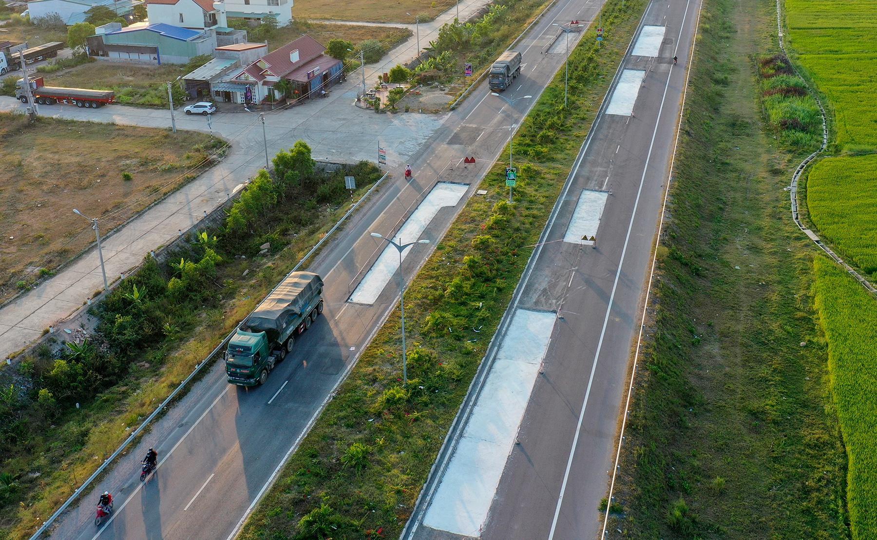 Vụ quốc lộ hơn 4.400 tỷ hỏng nặng: Buộc nhà thầu bỏ tiền sửa chữa Ảnh 2