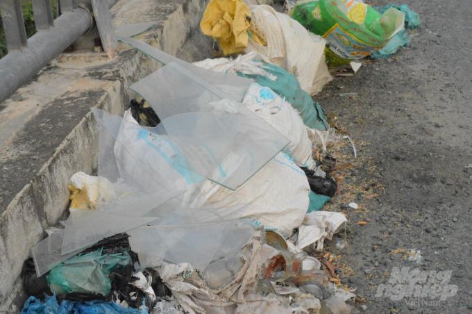 Cần Thơ: Những cây cầu đầy rác thải ở hai huyện nông thôn mới Ảnh 5