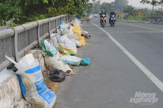 Cần Thơ: Những cây cầu đầy rác thải ở hai huyện nông thôn mới Ảnh 7