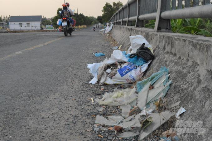 Cần Thơ: Những cây cầu đầy rác thải ở hai huyện nông thôn mới Ảnh 8