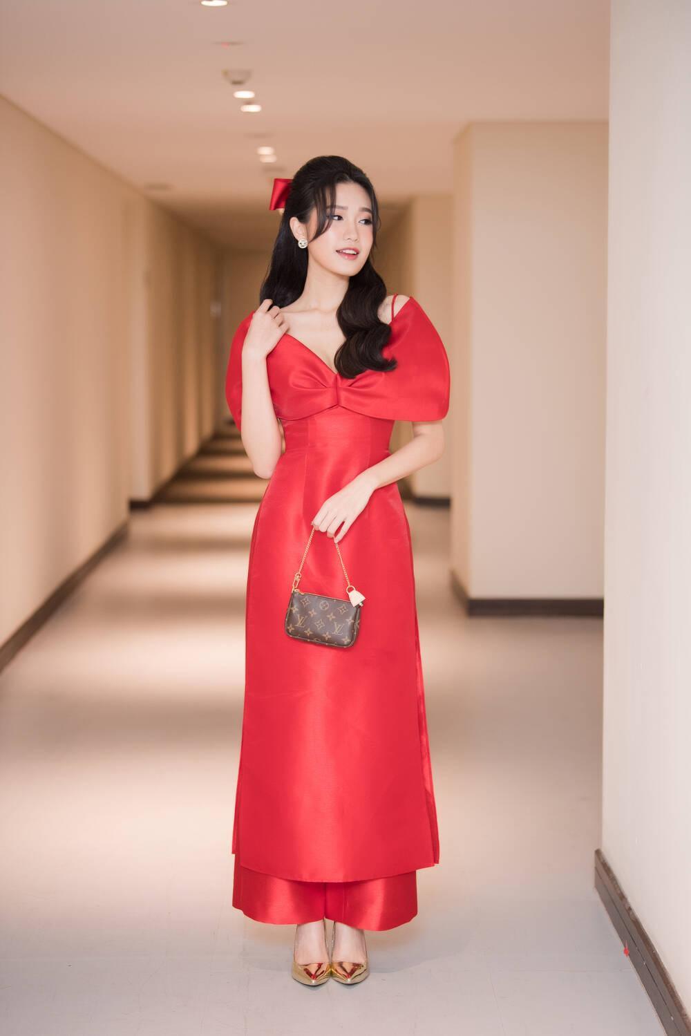 Doãn Hải My diện áo dài đỏ rực rỡ, hóa đóa hồng nhung thơm ngát tại sự kiện Ảnh 3