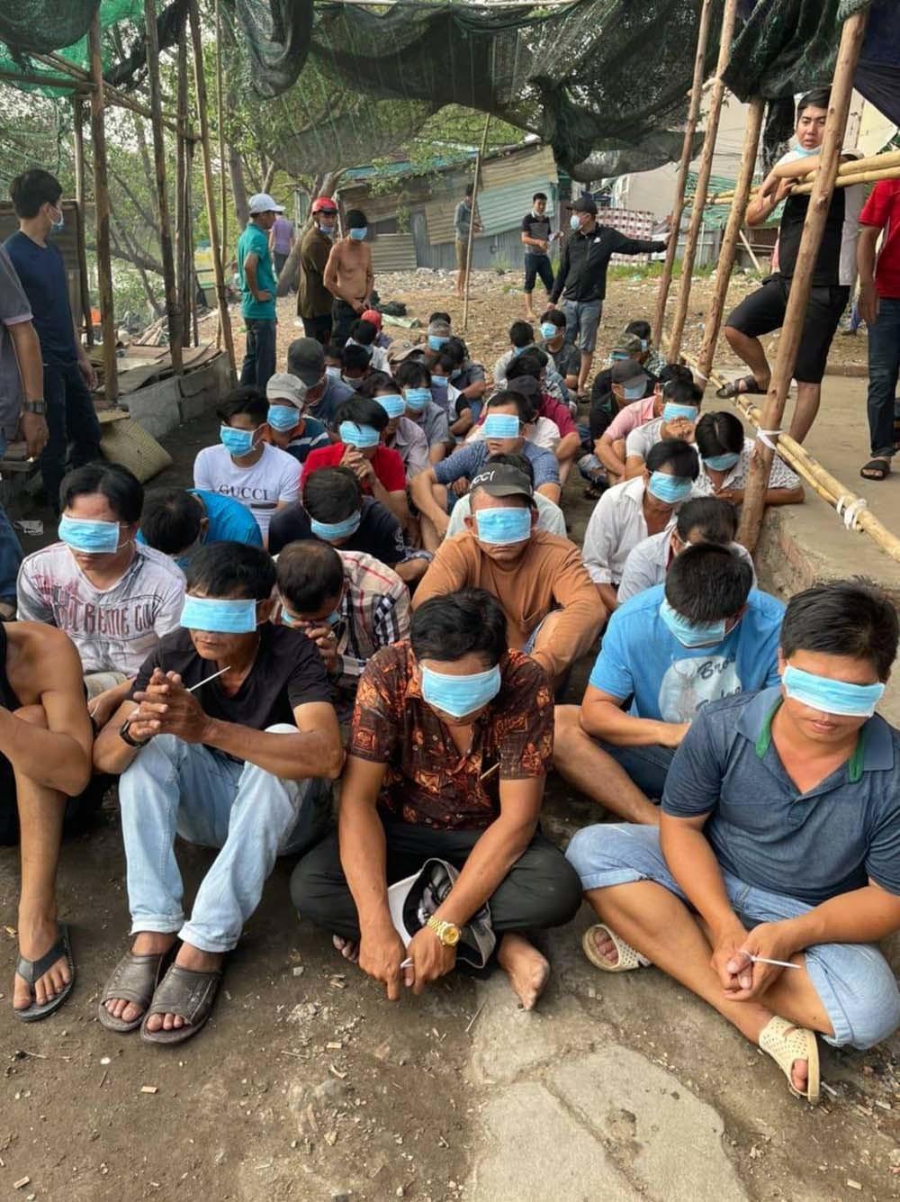 Cảnh sát chèo ghe đánh úp trường gà ven Sài Gòn Ảnh 1