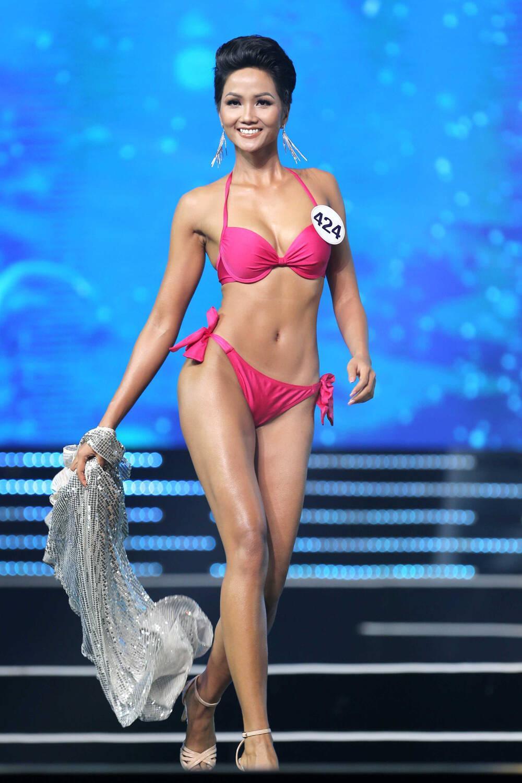H'Hen Niê mặc lại bikini giật vương miện 4 năm trước: Tiết lộ tăng cân nhưng body chuẩn tỷ lệ vàng Ảnh 5