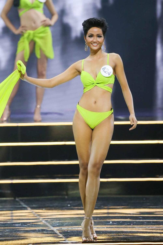 H'Hen Niê mặc lại bikini giật vương miện 4 năm trước: Tiết lộ tăng cân nhưng body chuẩn tỷ lệ vàng Ảnh 1