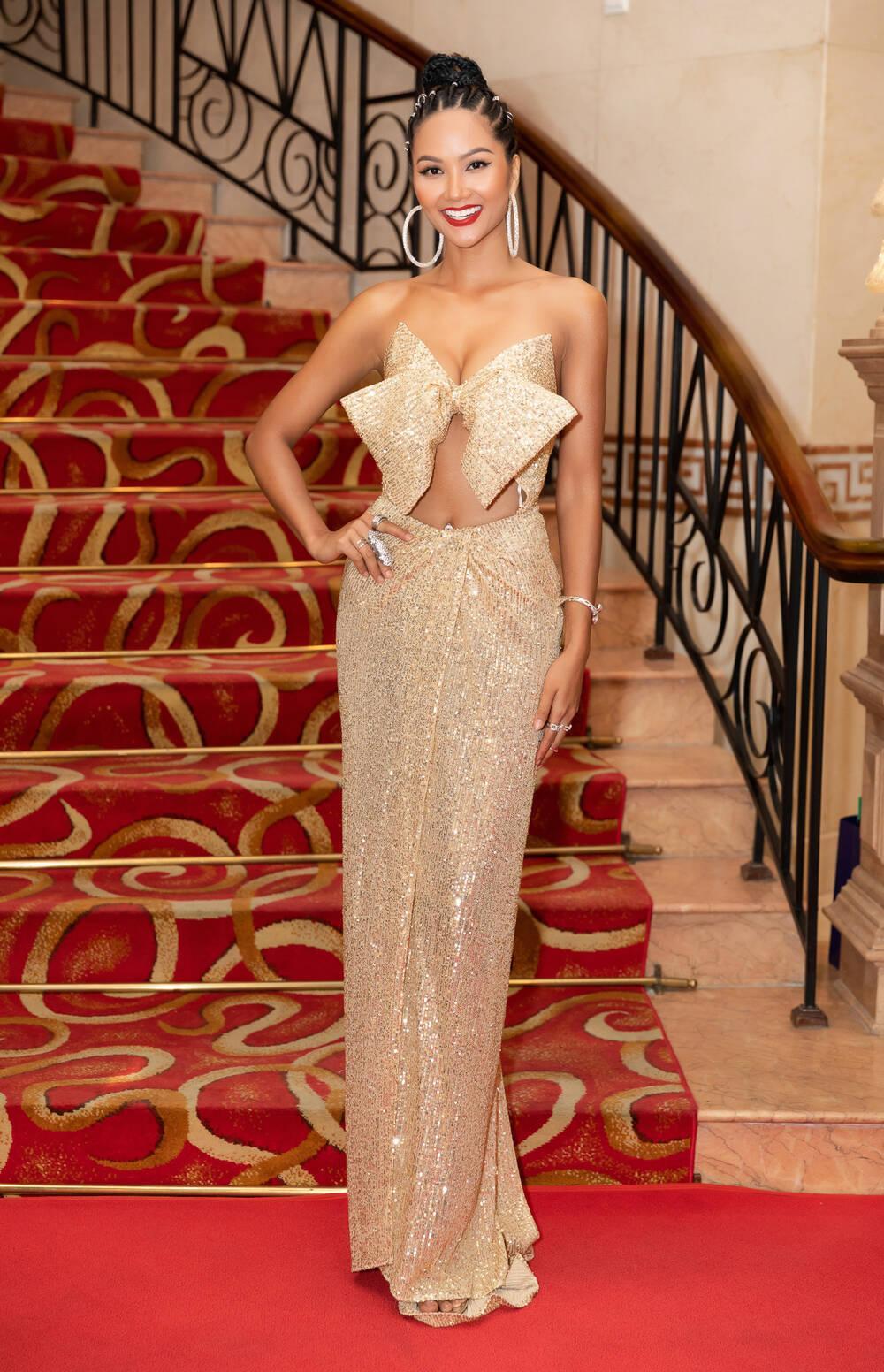 H'Hen Niê mặc lại bikini giật vương miện 4 năm trước: Tiết lộ tăng cân nhưng body chuẩn tỷ lệ vàng Ảnh 8