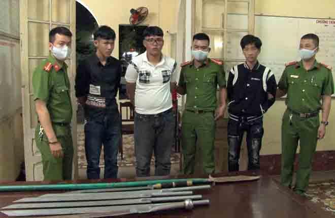 Ngăn 2 nhóm thanh niên 'hỗn chiến' bằng dao Ảnh 1