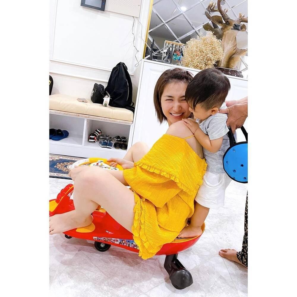 Bị chê đăng ảnh con mà che mặt, Hòa Minzy đáp trả cực gắt: 'Sợ ai thối miệng nhận xét nọ kia' Ảnh 3