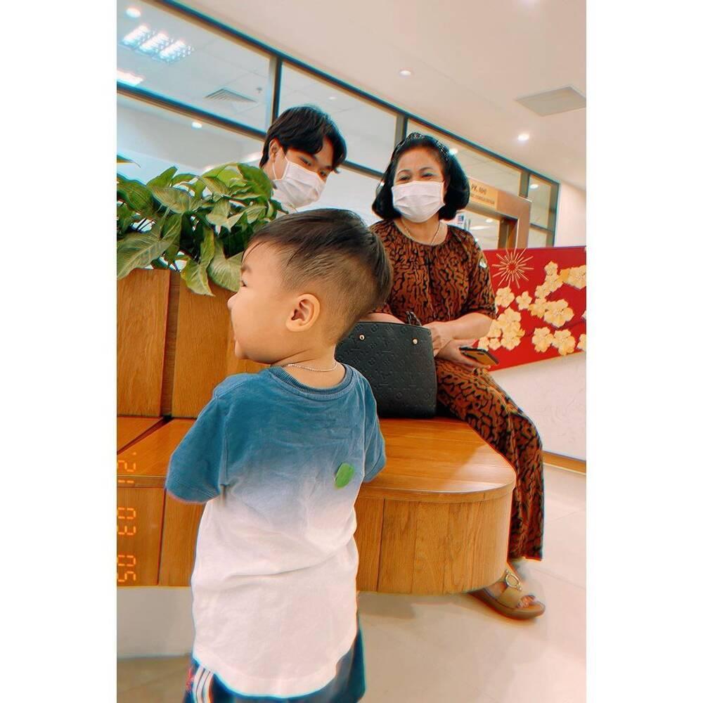 Bị chê đăng ảnh con mà che mặt, Hòa Minzy đáp trả cực gắt: 'Sợ ai thối miệng nhận xét nọ kia' Ảnh 6
