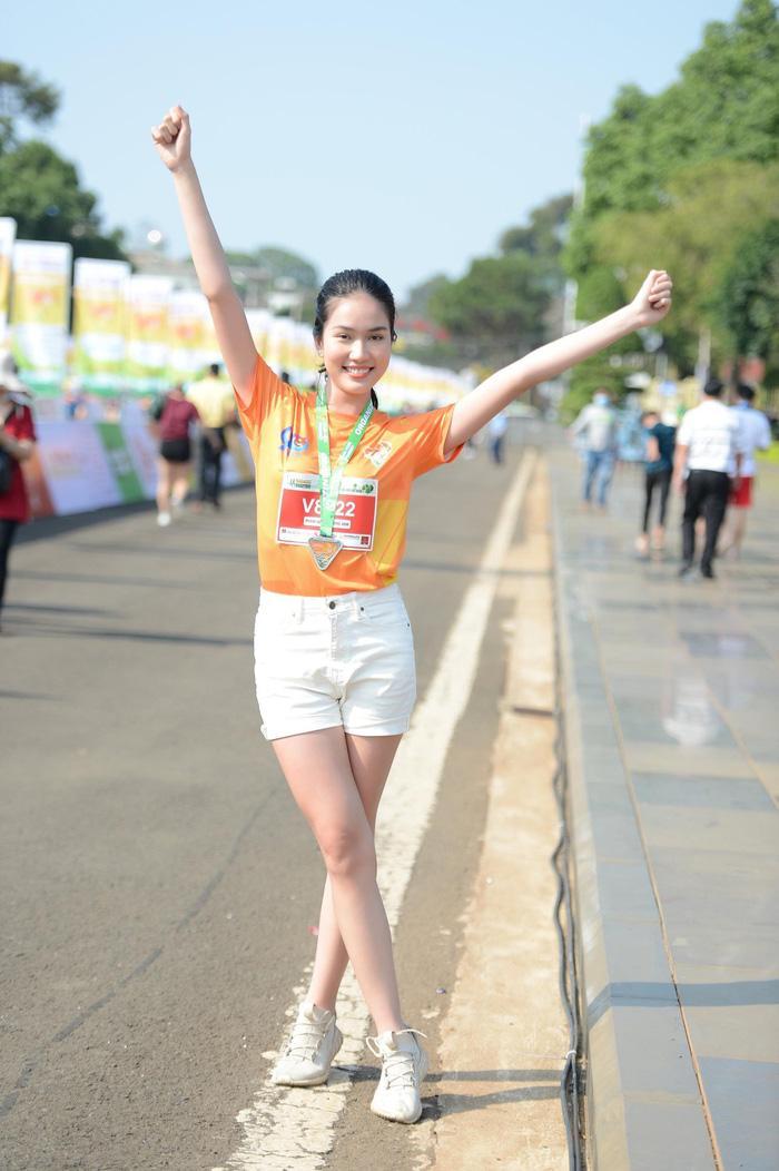 Hoa hậu Tiểu Vy, Đỗ Thị Hà tham gia giải chạy marathon tại Gia Lai Ảnh 4