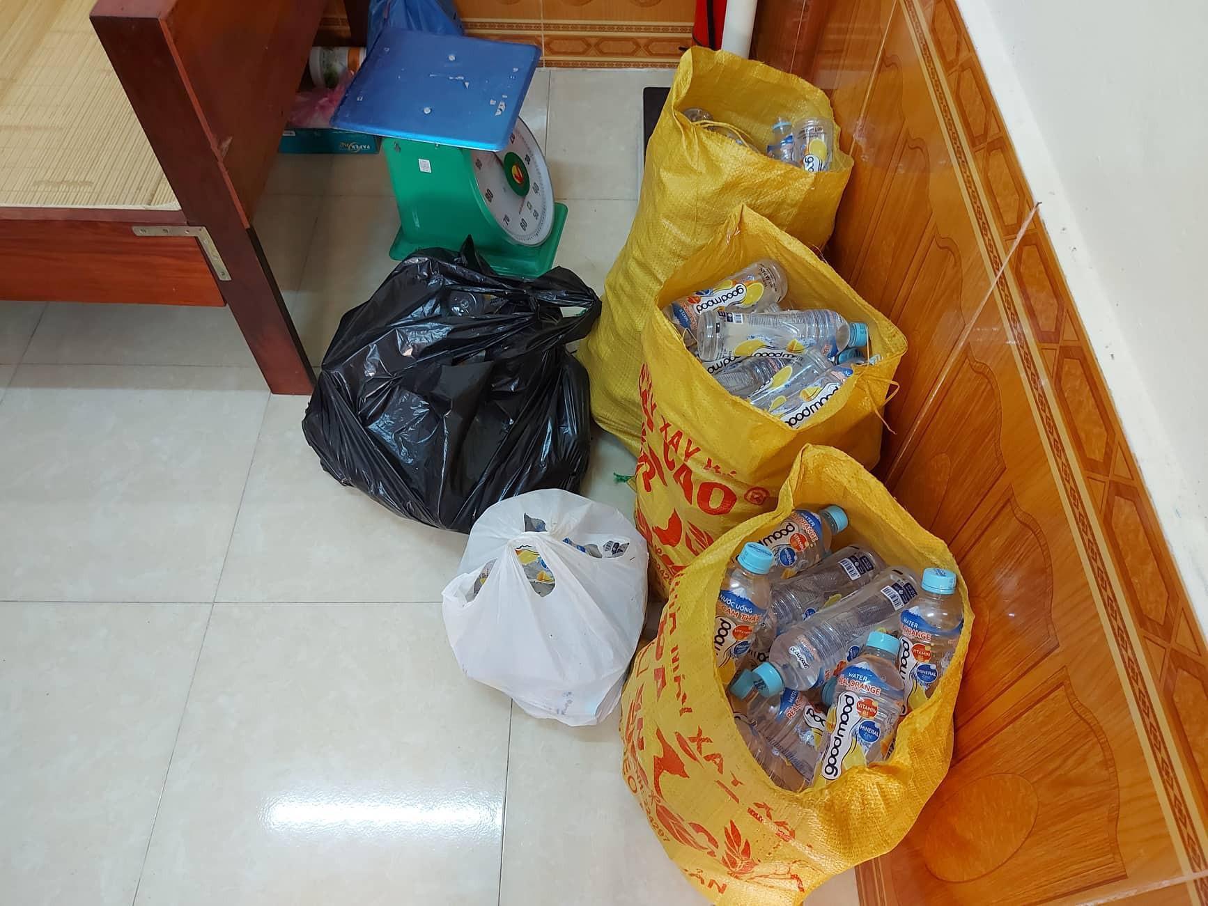 Sự thật vụ 9 học sinh đau bụng, nôn mửa khi uống nước phát miễn phí Ảnh 2