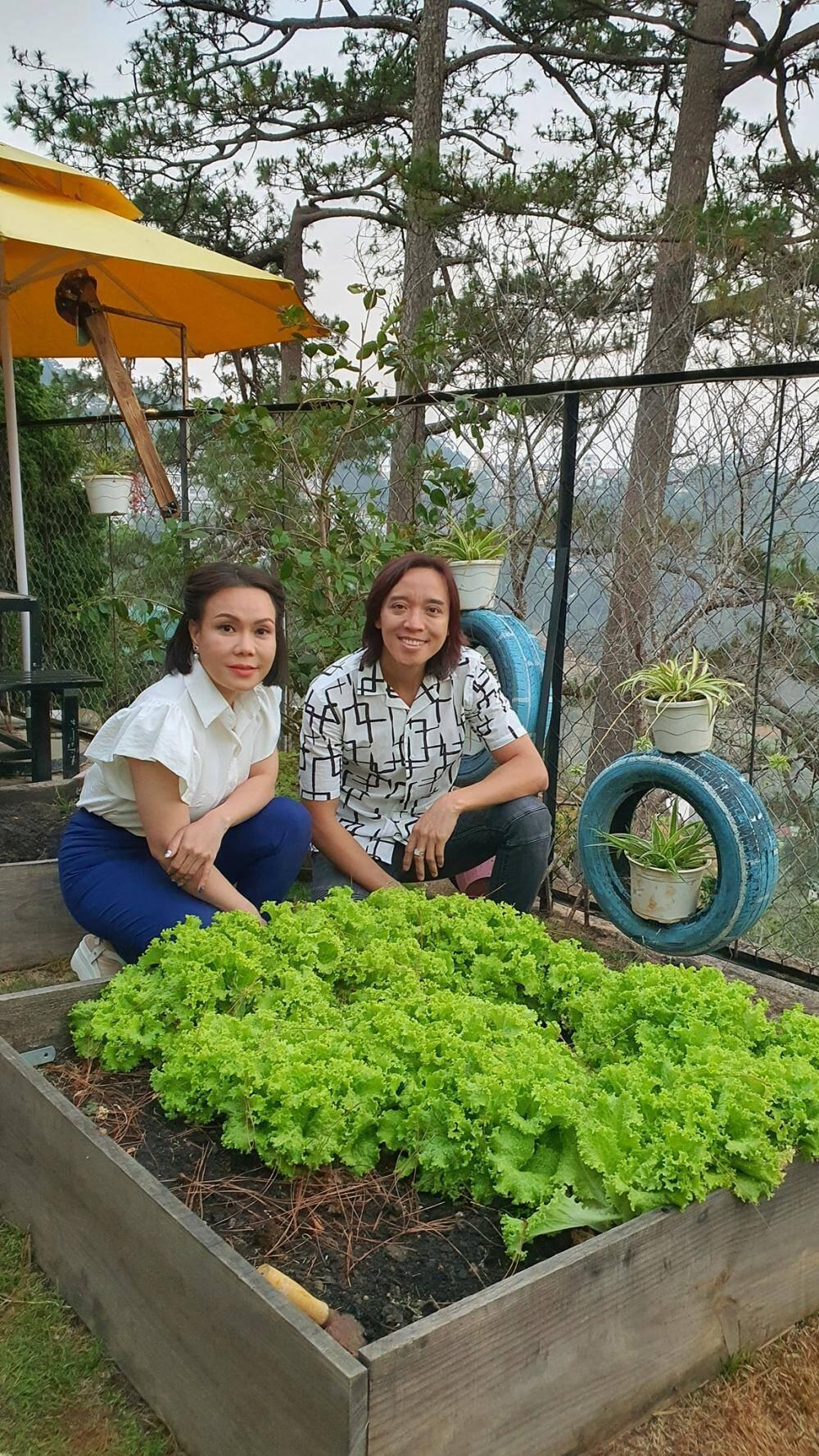 Lần hiếm hoi nghệ sĩ Việt Hương diện áo cúp ngực gợi cảm đi du lịch cùng ông xã Ảnh 3