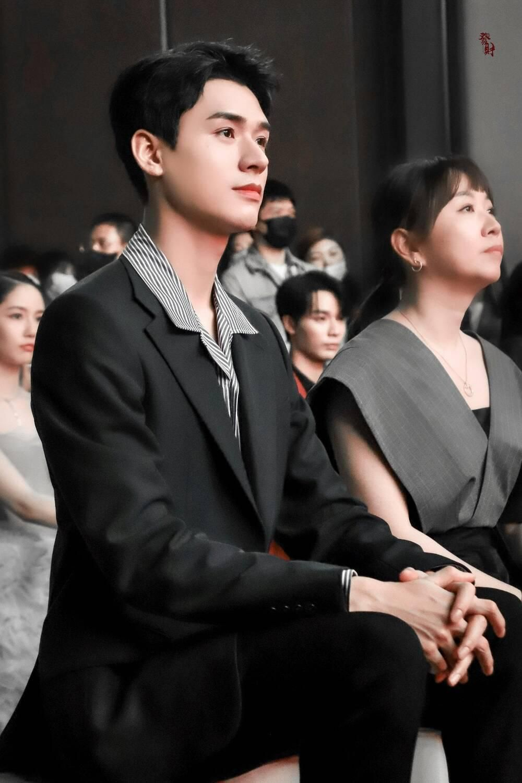 Bị dân tình chê bai vì lan da mất điểm, Cung Tuấn lấy lại phong độ khi đẹp trai ngời ngợi tại sự kiện Ảnh 4