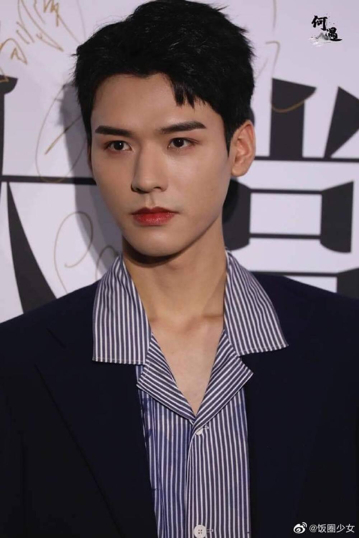 Bị dân tình chê bai vì lan da mất điểm, Cung Tuấn lấy lại phong độ khi đẹp trai ngời ngợi tại sự kiện Ảnh 3