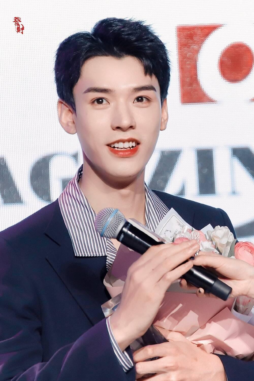 Bị dân tình chê bai vì lan da mất điểm, Cung Tuấn lấy lại phong độ khi đẹp trai ngời ngợi tại sự kiện Ảnh 5