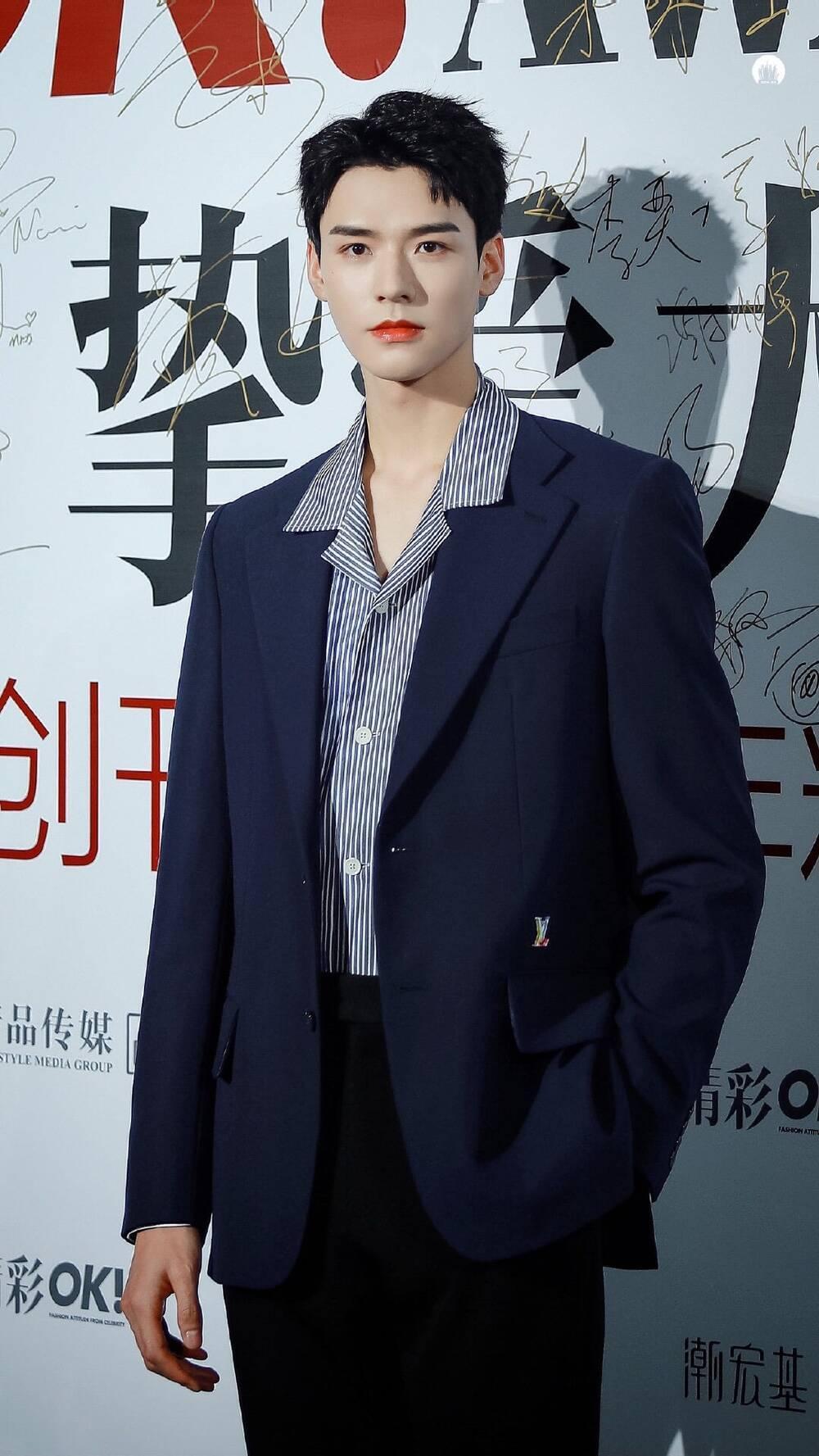 Bị dân tình chê bai vì lan da mất điểm, Cung Tuấn lấy lại phong độ khi đẹp trai ngời ngợi tại sự kiện Ảnh 7