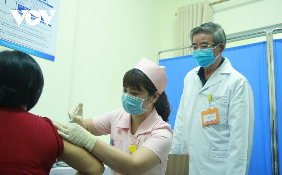 36 tình nguyện viên đã tiêm thử nghiệm vaccine Covivac của Việt Nam Ảnh 1