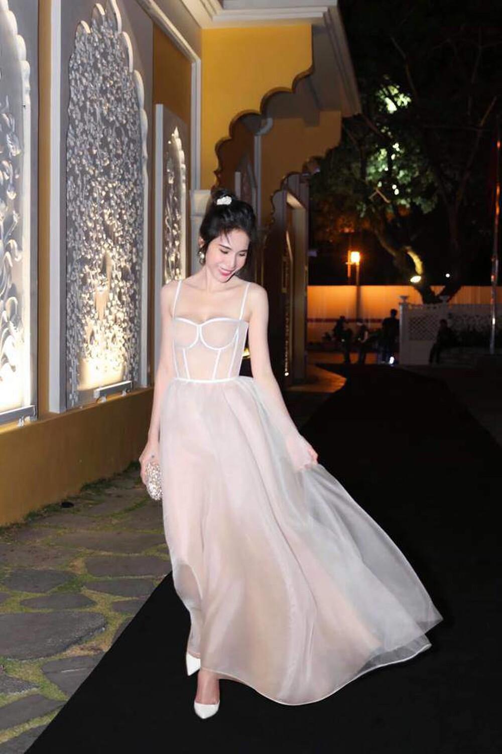 Thủy Tiên diện váy bềnh bồng để lộ xương quai xanh 'tiền tỉ', đẹp chuẩn 'nàng thơ' Ảnh 4
