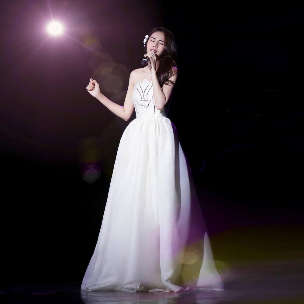 Thủy Tiên diện váy bềnh bồng để lộ xương quai xanh 'tiền tỉ', đẹp chuẩn 'nàng thơ' Ảnh 1