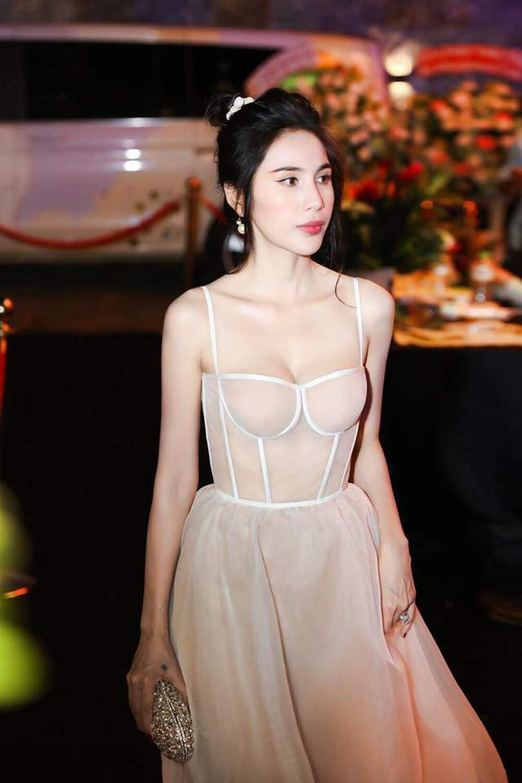 Thủy Tiên diện váy bềnh bồng để lộ xương quai xanh 'tiền tỉ', đẹp chuẩn 'nàng thơ' Ảnh 5