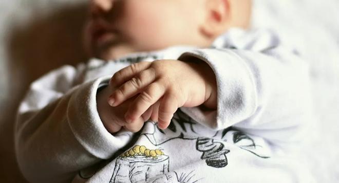 Bé trai đầu tiên trên thế giới sinh ra với ba 'cậu bé' Ảnh 1
