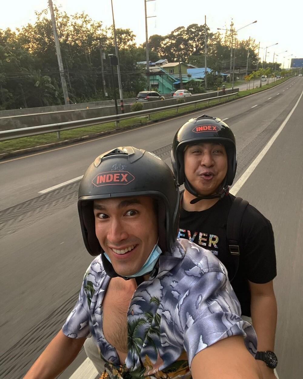 Nadech Kugimiya lái mô tô cực thư giãn giữa đường phố nhưng lại bị nhận nhầm thành Mario Maurer Ảnh 5