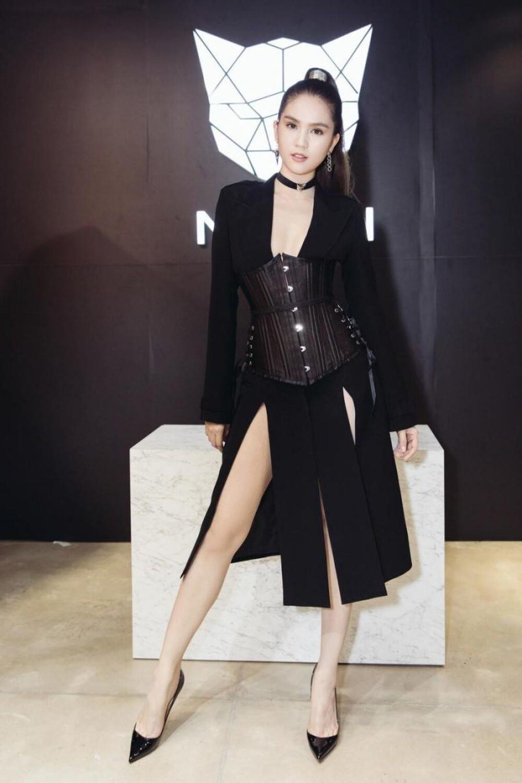 'Nữ hoàng nội y' Ngọc Trinh diện váy corset khoe body đồng hồ cát vạn người mê Ảnh 6