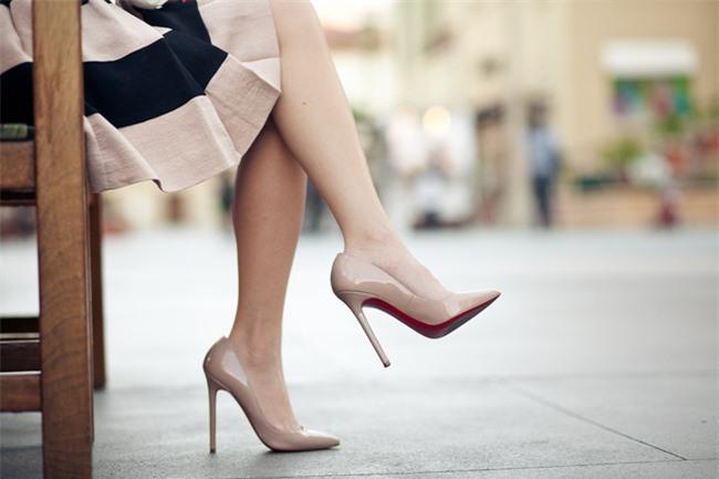 4 tác hại khi bạn thường xuyên dùng giày cao gót, nhất là điều thứ 3 cực kỳ nguy hiểm Ảnh 2