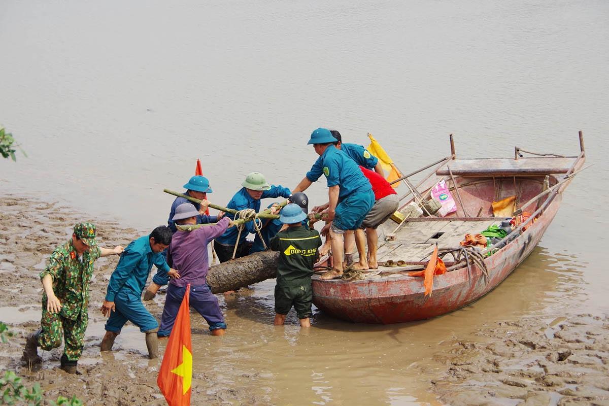 Phát hiện quả bom 230kg ở ven sông Kinh Thầy Ảnh 1