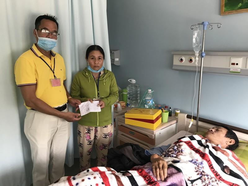 Tấm lòng vàng với sao trẻ HA Gia Lai và bệnh nhân nghèo Ảnh 3