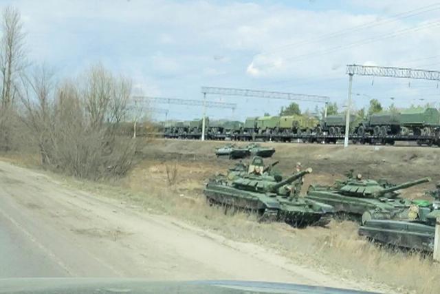 Reuters: Nga đưa thêm tên lửa, xe tăng tiến về biên giới Ukraine Ảnh 1