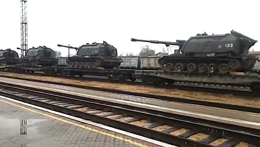 Reuters: Nga đưa thêm tên lửa, xe tăng tiến về biên giới Ukraine Ảnh 2