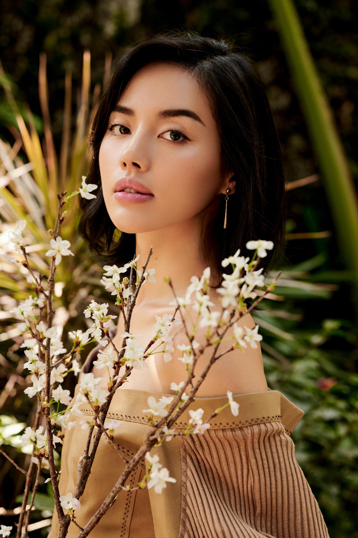 Khánh Linh hóa nàng xuân với trang phục tái chế của NTK Xuân Lê Ảnh 1