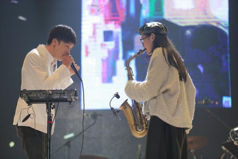 Khán giả 'mê tít' giọng ca người Mỹ hát nhạc Trịnh Công Sơn Ảnh 3