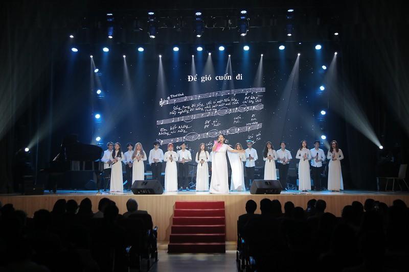 Khán giả 'mê tít' giọng ca người Mỹ hát nhạc Trịnh Công Sơn Ảnh 5