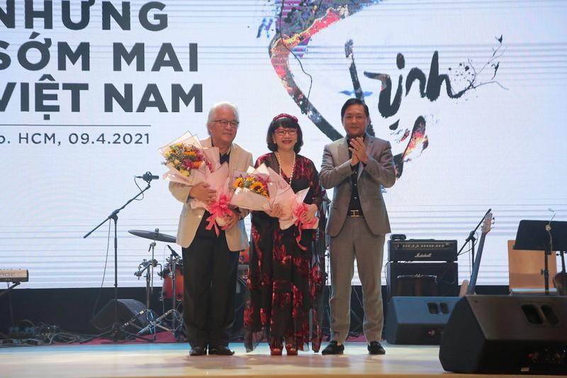 Khán giả 'mê tít' giọng ca người Mỹ hát nhạc Trịnh Công Sơn Ảnh 2
