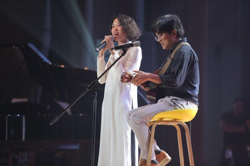 Khán giả 'mê tít' giọng ca người Mỹ hát nhạc Trịnh Công Sơn Ảnh 4