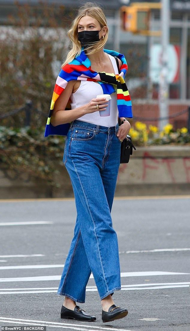 Vóc dáng của siêu mẫu Karlie Kloss sau một tháng sinh con Ảnh 2