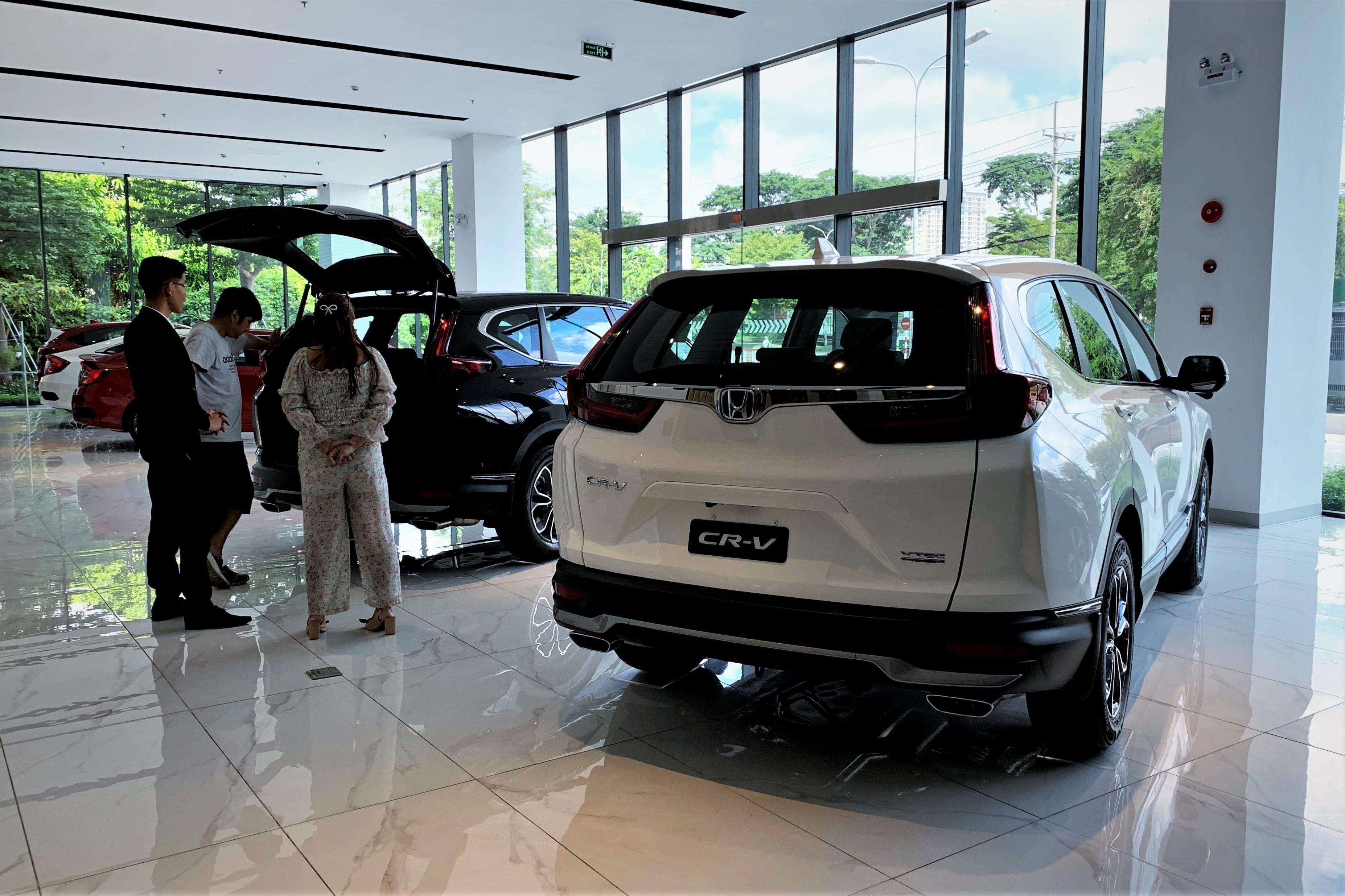 Đại lý giảm giá, tặng phụ kiện hơn trăm triệu đồng cho Honda CR-V Ảnh 1