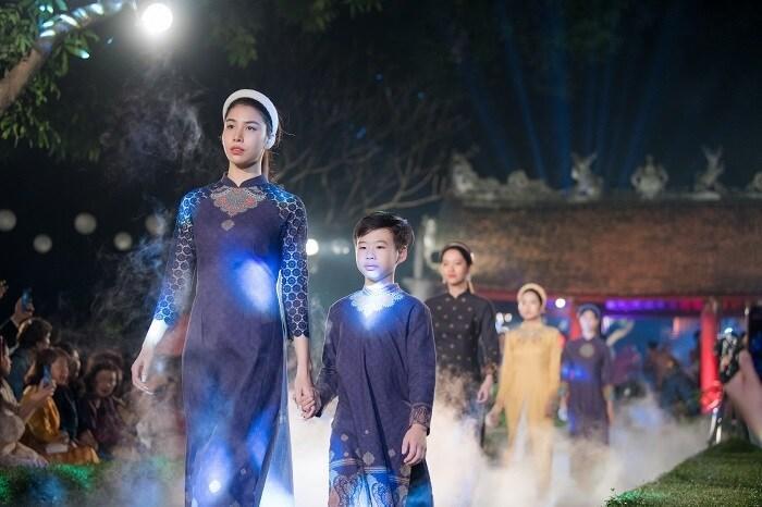Người khuyết tật ủng hộ áo dài cho hoa hậu Ngọc Hân Ảnh 3