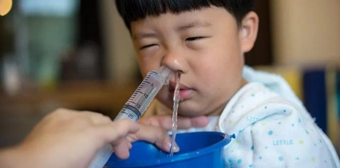 Có nên dùng xilanh bơm nước muối rửa mũi cho bé? Ảnh 1