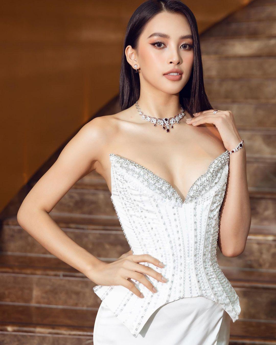 Hoa hậu Tiểu Vy phản hồi về việc mặc gợi cảm quá mức Ảnh 2