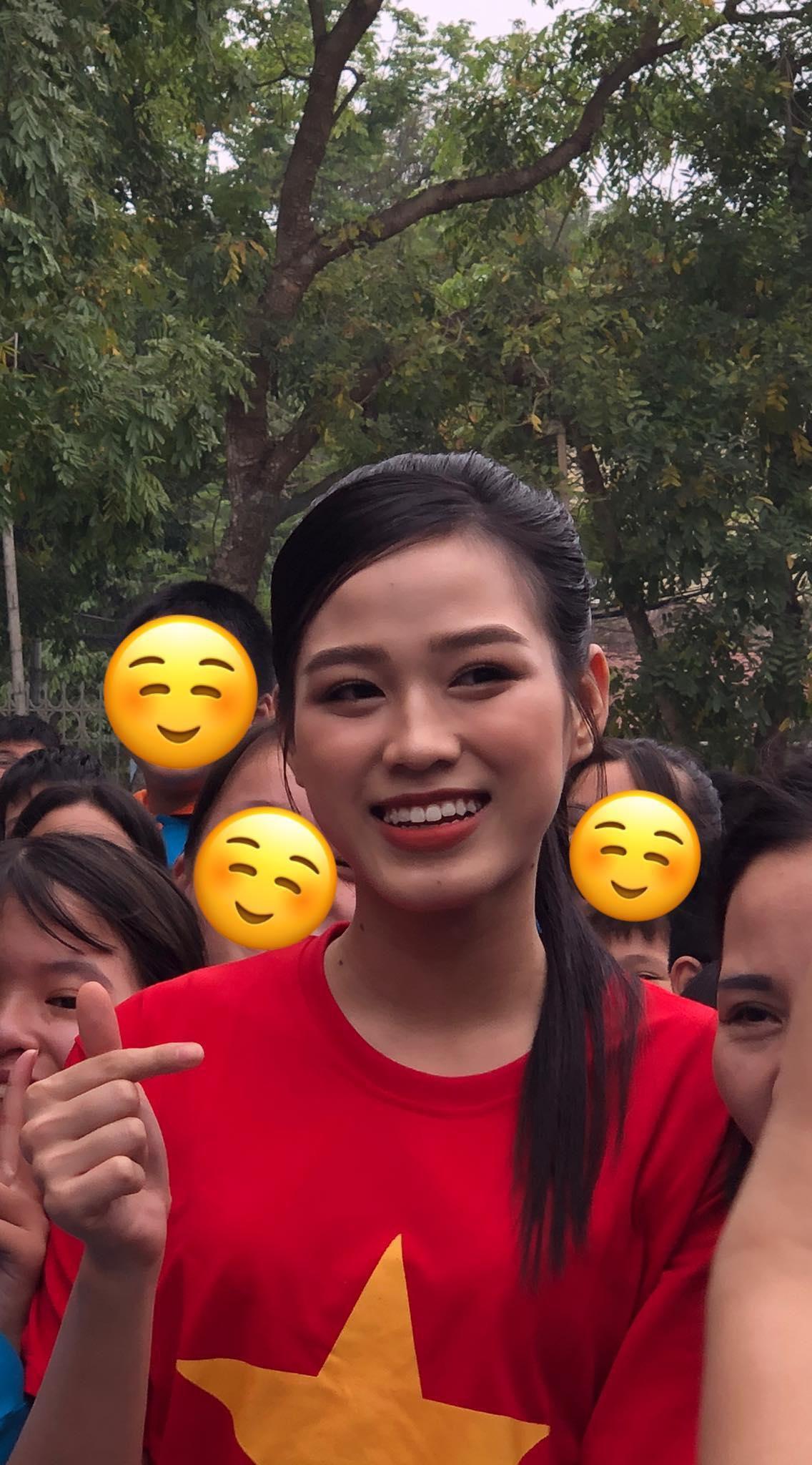 Teen chụp Hoa hậu Đỗ Thị Hà về trường giao lưu, ai nấy đều trầm trồ: 'Đẹp không góc chết!' Ảnh 3