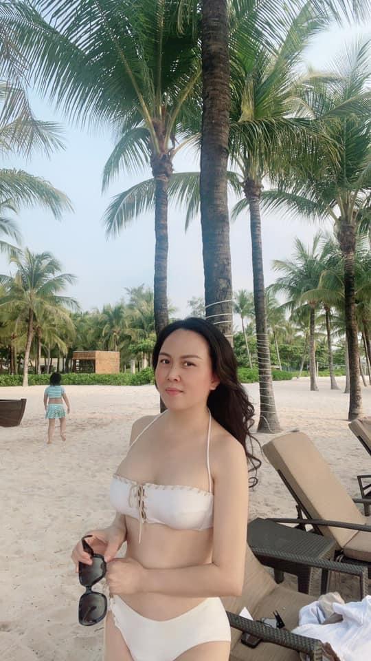 Doanh nhân Phượng Chanel tung ảnh bikini cực gợi cảm sau chia tay Quách Ngọc Ngoan Ảnh 2