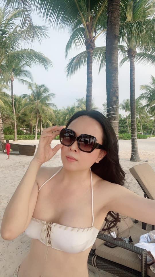 Doanh nhân Phượng Chanel tung ảnh bikini cực gợi cảm sau chia tay Quách Ngọc Ngoan Ảnh 5