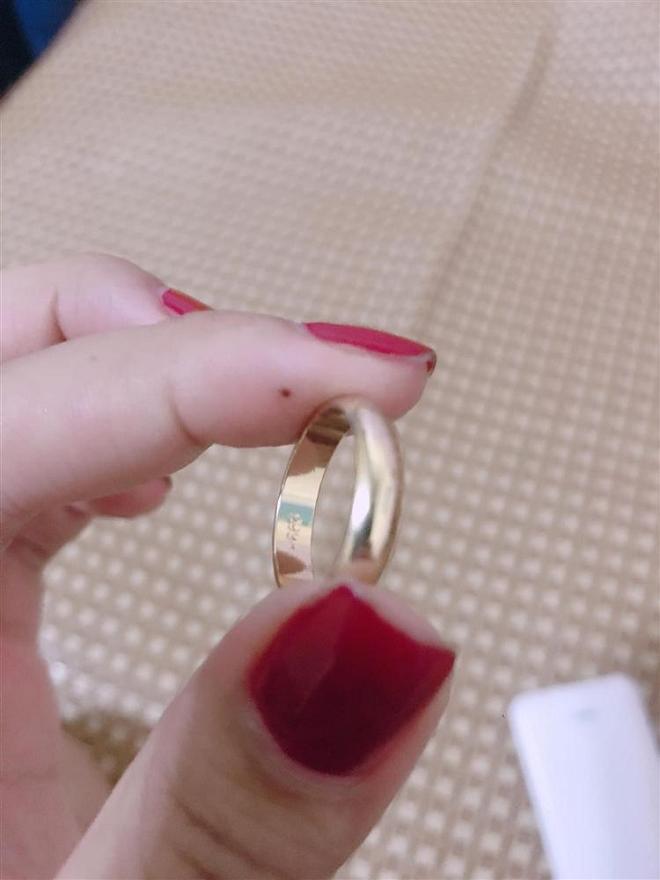 Cô dâu đăng đàn 'dằn mặt' bạn vì mừng quà cưới bằng nhẫn vàng, tại sao nên nỗi? Ảnh 1