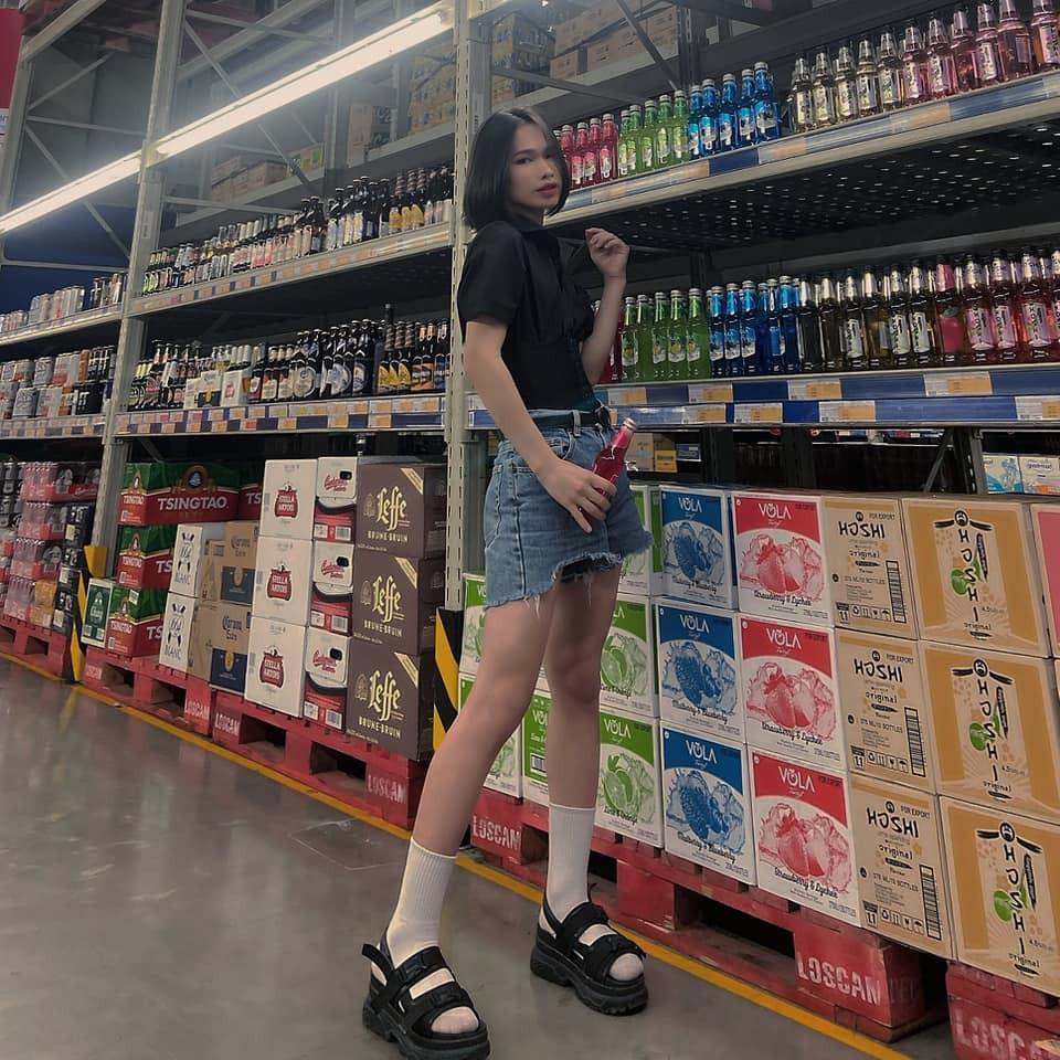 Ladyboy khoe vòng 3 phản cảm trong siêu thị, netizen phản ứng quyết liệt Ảnh 12
