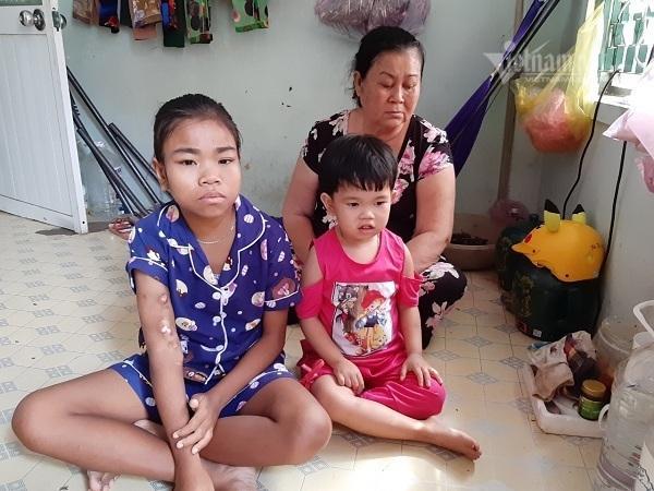 Trao hơn 45 triệu đồng cho 2 chị em Hồng Cẩm - Mỹ Ly Ảnh 1