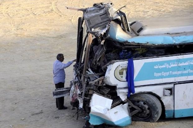 Ai Cập: Xe buýt va chạm ôtô tải chở xăng dầu, 20 người thiệt mạng Ảnh 1