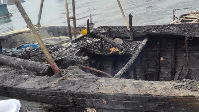 Nổ bình ga trên tàu đánh bắt hải sản làm tàu cháy, 3 người bị bỏng nặng Ảnh 2