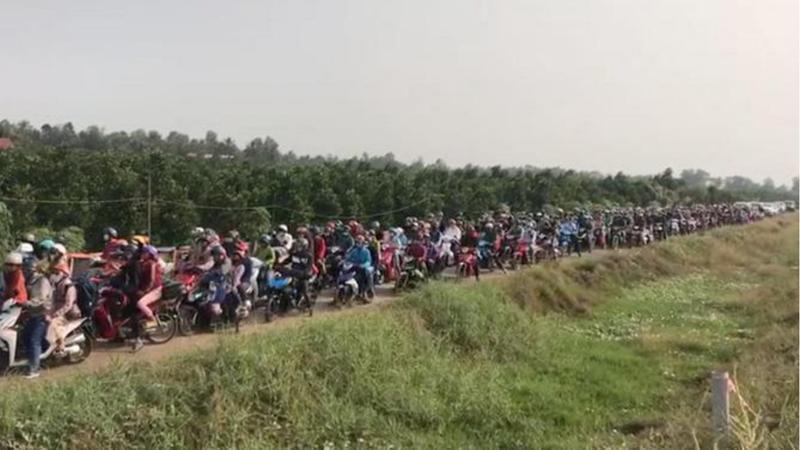 Kẹt xe nghiêm trọng tại Tiền Giang do sửa cầu trên QL1 Ảnh 1